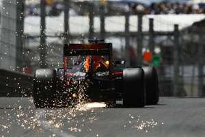 Daniel Ricciardo Red Bull TAG Heuer RB12 Monaco GP tunel exit sparks F1 2016 Foto Red Bull
