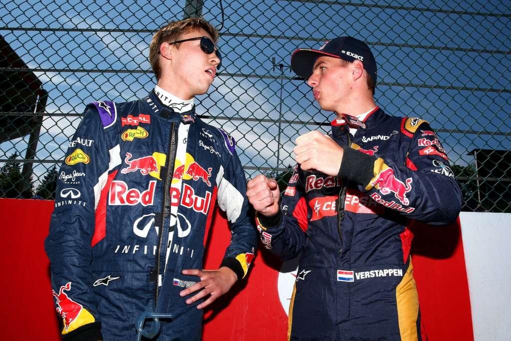 Daniil Kvyat Red Bull and Max Verstappen Toro Rosso F1 2015 Foto Red Bull