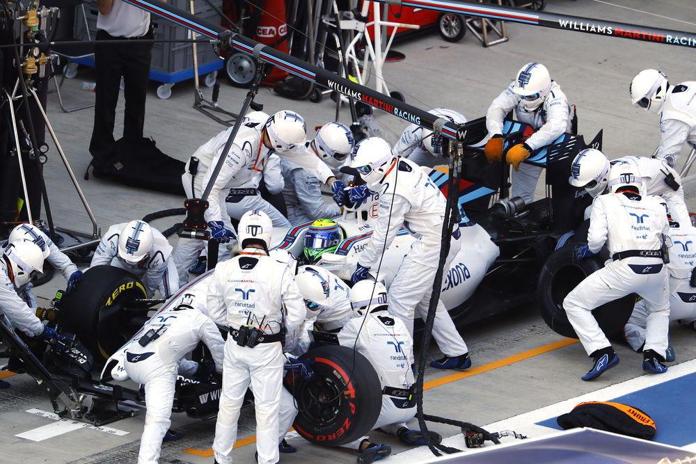 Felipe Massa Williams FW38 Mercedes Russia GP Sochi F1 2016 race pitstop Foto WIlliams