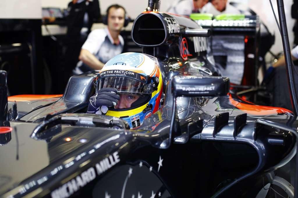 Fernando Alonso McLaren Honda MP4-31 Russia GP Sochi F1 2016 in garage helmet on Foto McLaren