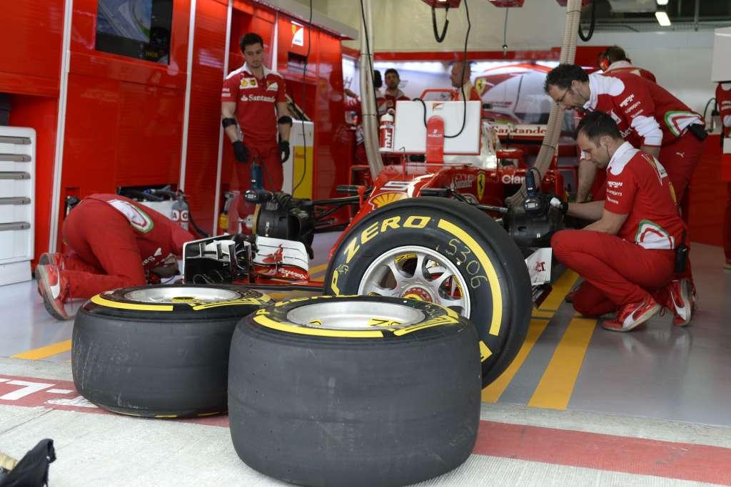 Ferrari-F1-Russia-GP-Sochi-F1-2016-Pirelli-tyres-garage