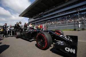 Jenson Button McLaren Honda MP4-31 Russia GP Sochi F1 2016 in car on starting grid