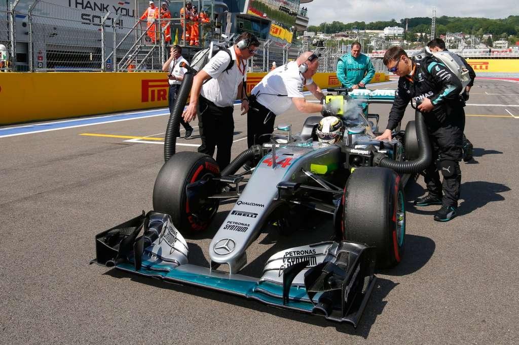 Lewis Hamilton Mercedes W07 Hybrid Russia GP F1 2016 on the starting grid Foto Mercedes