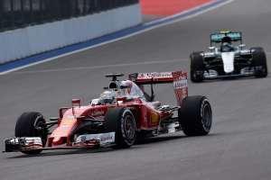 Raikkonen leads Rosberg Russia GP Sochi F1 2016 Foto Ferrari