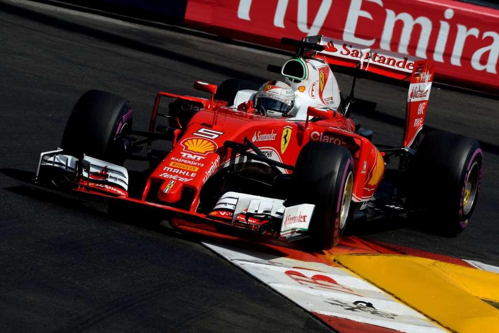 Sebastian Vettel Ferrari SF16-H Monaco GP swimming pool chicane Foto Ferrari