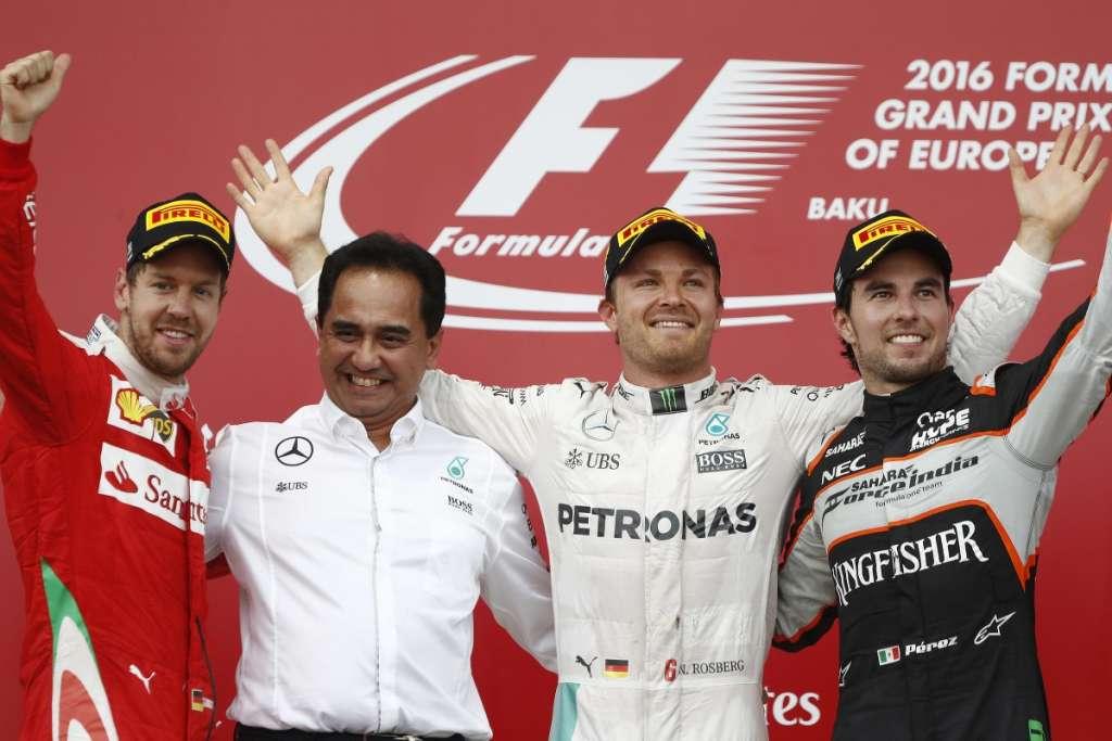 European GP Baku F1 2016 podium ceremony Rosberg Vettel Perez Foto LAT