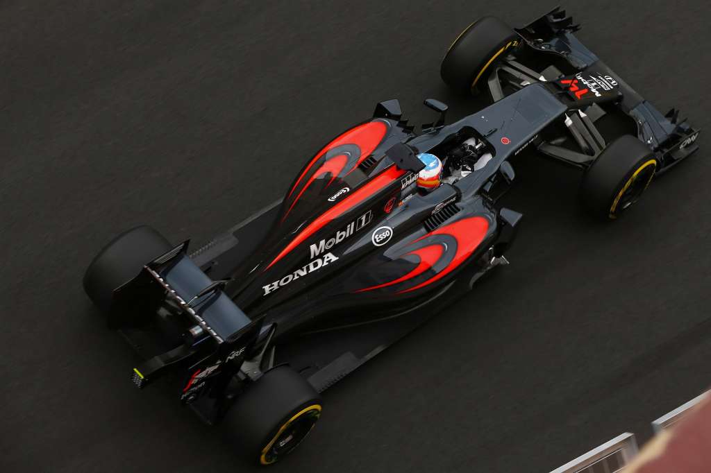 Fernando Alonso McLaren Honda MP4-31 European GP Baku F1 2016 top view Foto McLaren