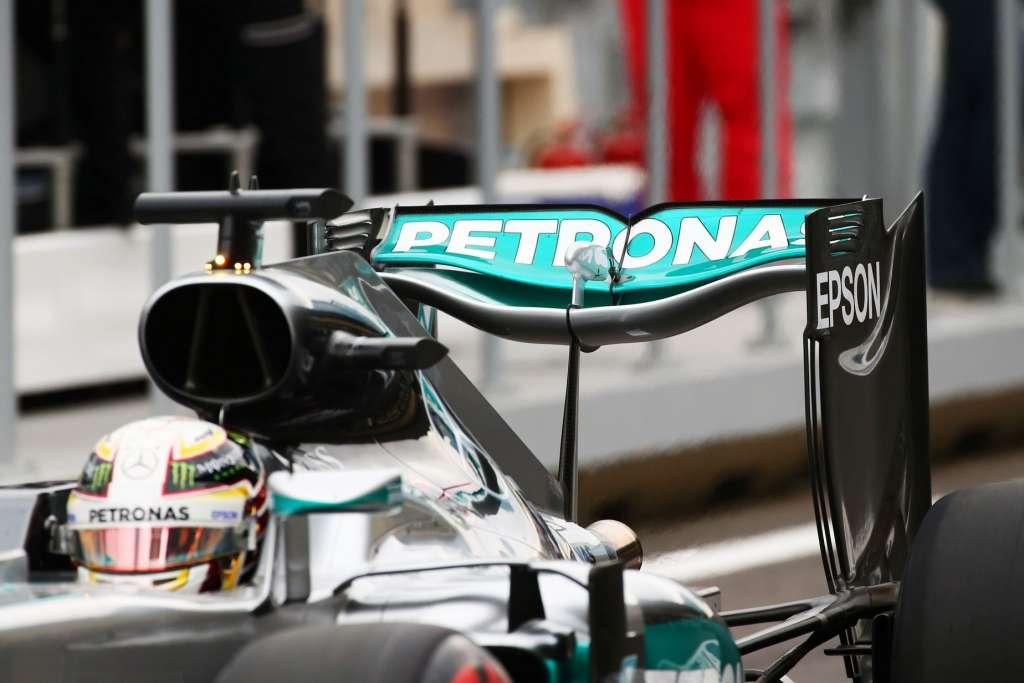 Lewis Hamilton Mercedes W07 Hybrid close European GP Baku F1 2016 Foto F1fanatic