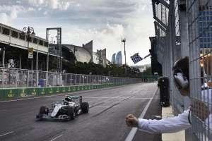 Nico Rosberg European GP Baku F1 2016 crosses the finish line Foto Daimler