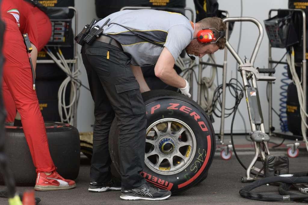Pirelli engineer Baku F1 2016 Foto Pirelli
