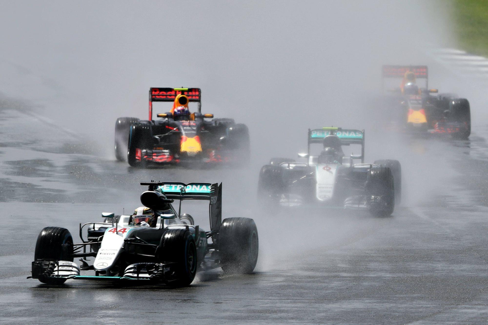 Hamilton Rosberg Verstappen Ricciardo British GP F1 2016 in the wet Foto Red Bull
