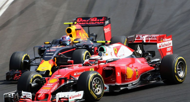 Kimi Raikkonen and Max Verstappen Hungarian GP F1 2016 wide Foto Auto Moto und Sport