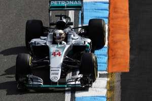 Lewis Hamilton Mercedes W07 Hybrid German GP F1 2016 penultimate corner Foto XPB
