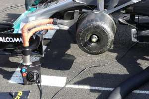 Mercedes-Reifendruck-Manipulation-Formel-1-2016-fotoshowBig-621cac23-959628