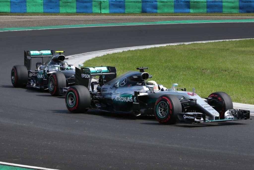 Rosberg chases Hamilton Hungaroring F1 2016 Foto Daimler