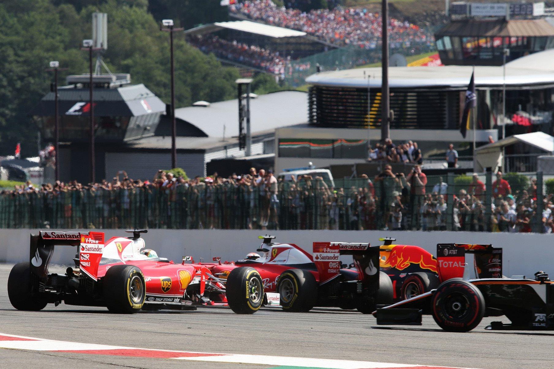 Ferrarijevi vozači priliku za postolje izgubili su već u prvom zavoju nakon incidenta s Verstappenom (Foto: XPB/F1fanatic)