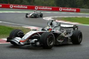 Juan Pablo Montoya leads Kimi Raikkonen Belgian GP F1 2005 McLaren Mercedes MP4-20 Foto LAT