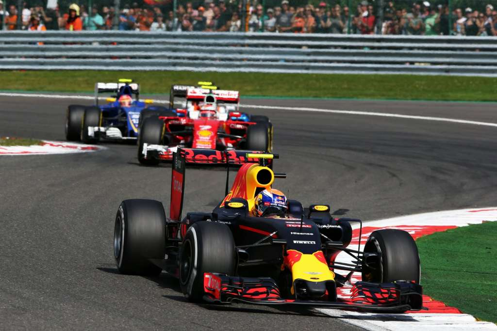 Max Verstappen leads Vettel and Ericsson Belgian GP F1 2016 Foto Red Bull