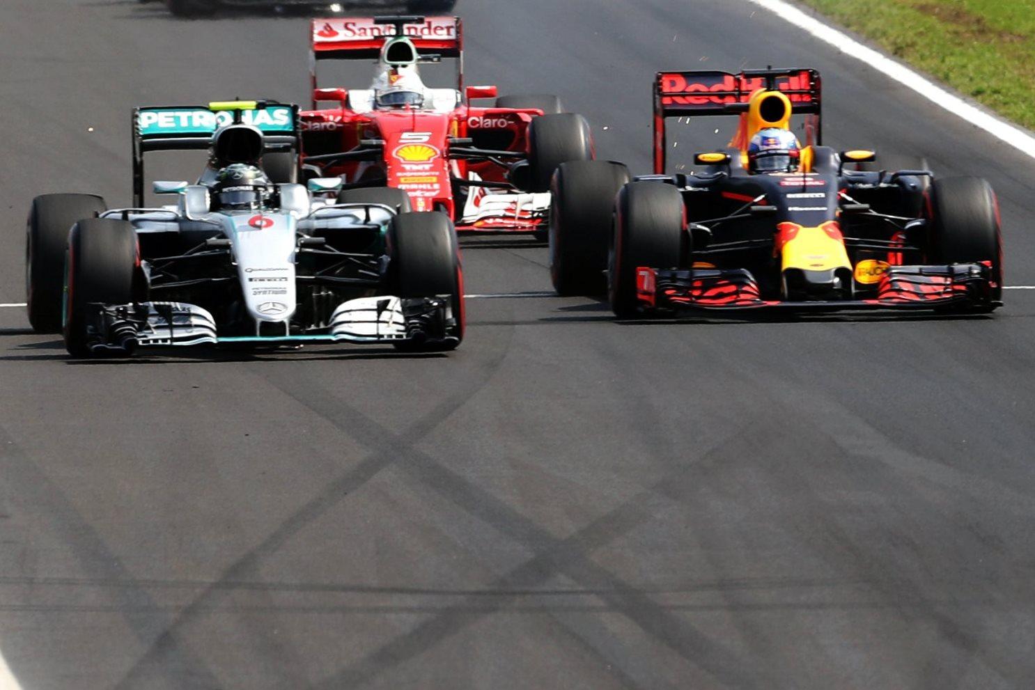 Rosberg Ricciardo Vettel Hungaroring F1 2016 start Foto Red Bull