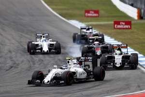 Valtteri Bottas, Williams FW38 Mercedes, leads Nico Hulkenberg, Force India VJM09 Mercedes, Jenson Button, McLaren MP4-31 Honda, and Felipe Massa, Williams FW38 Mercedes Foto Williams