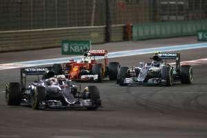 Rosberg se u posljednjim krugovima morao braniti od Vettela...