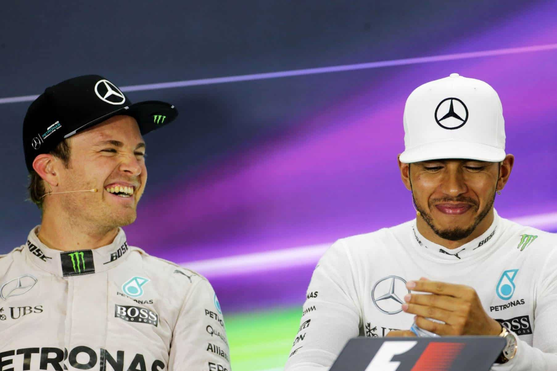 hamilton-rosberg-abu-dhabi-f1-2016-after-the-race-foto-xpb