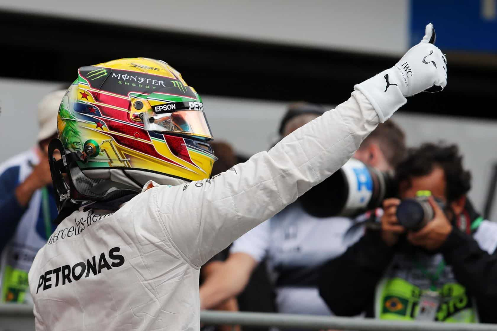 hamilton-pole-brazil-f1-2016-celebration-foto-f1fanatic-xpb
