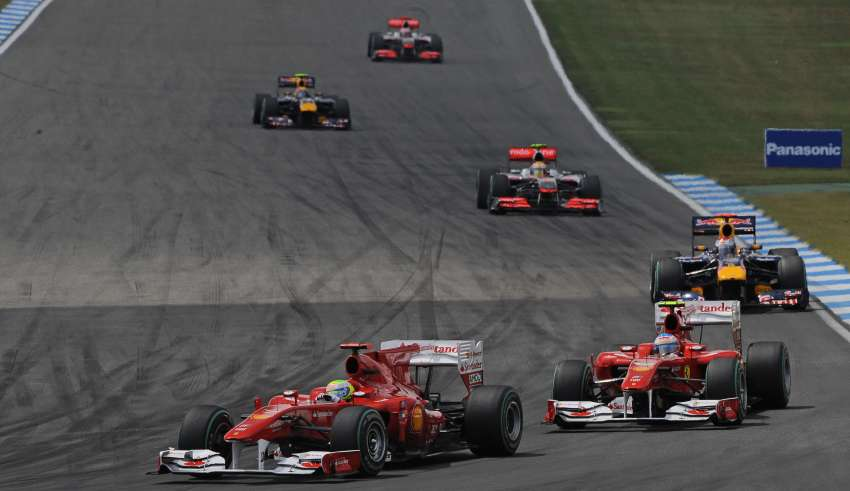 Felipe-Massa-leads-Fernando-Alonso-Ferrari-F10-German-GP-Hockenheim-F1-2010-Foto-Ferrari