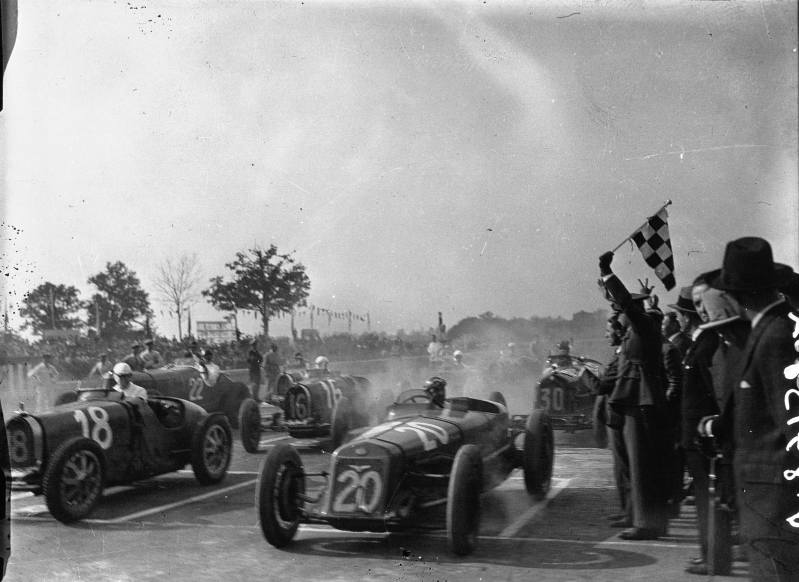 Start Velike Nagrade Italije 1931. koja je bila prva od ukupno tri utrke novog Europskog prvenstva. Slavili su Giuseppe Campari i Tazio Nuvolari u Alfa Romeu. (24.5.1931.) Foto: grandprixhistory