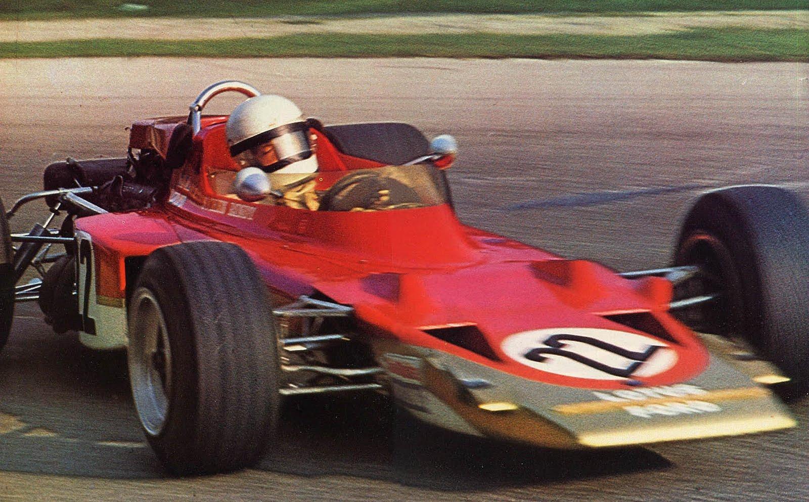 Jochen Rindt u Lotus Fordu na VN Italije 1970. Austrijanac je izletio na kočenju u Parabolicu i preminuo od posljedica nesreće u dobi od samo 28 godina. Rindt je jedini posthumno proglašeni prvak u povijesti Formule 1. (5.9.1970.) Foto: gvmracing.blogspot.com