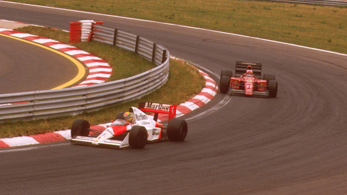 Nigel Mansell prati Ayrtona Sennu na putu do pobjede s 12. startnog mjesta. Britanac je pokazao da su pretjecanja na Hungaroringu ipak moguća. (13.8.1989.) Foto: Foxsports