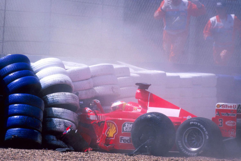 Schumacher je 1999. utrku završio u gumama nakon kvara na stražnjim kočnicama. Nijemac je propustio šest utrka i vratio se na VN Malezije. (11.7.1999.) Foto: RedBull