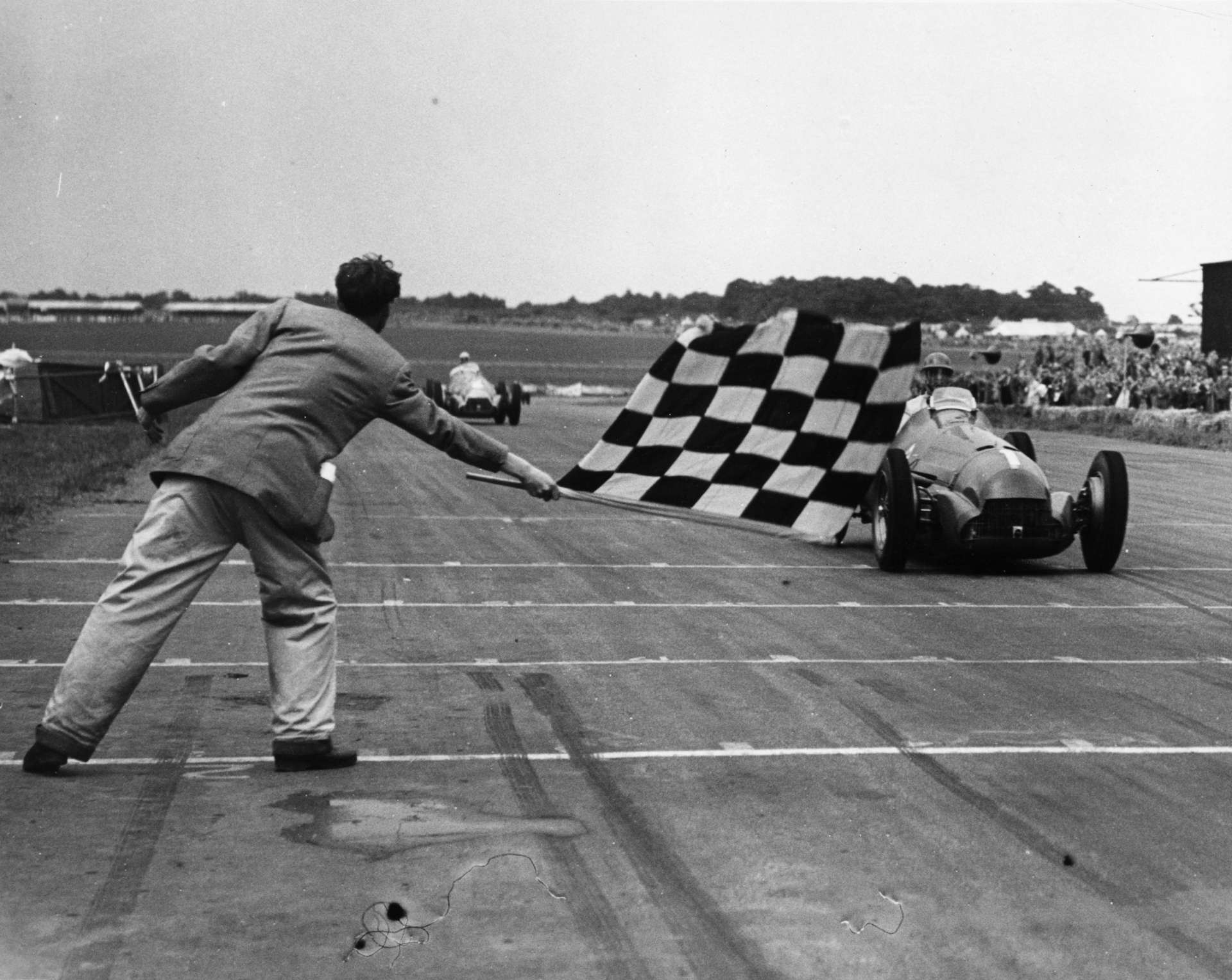 Giuseppe 'Nino' Farina u Alfa Romeu 158 slavi na prvoj utrci Svjetskog prvenstva Formule 1 na Silverstoneu 1950. (13.5.1950.) Foto: f1history