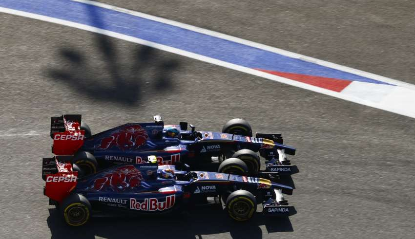 toro-rosso-drivers-kvyat-and-vergne-battle-at-russian-gp-2014Photo Florent Gooden / DPPI