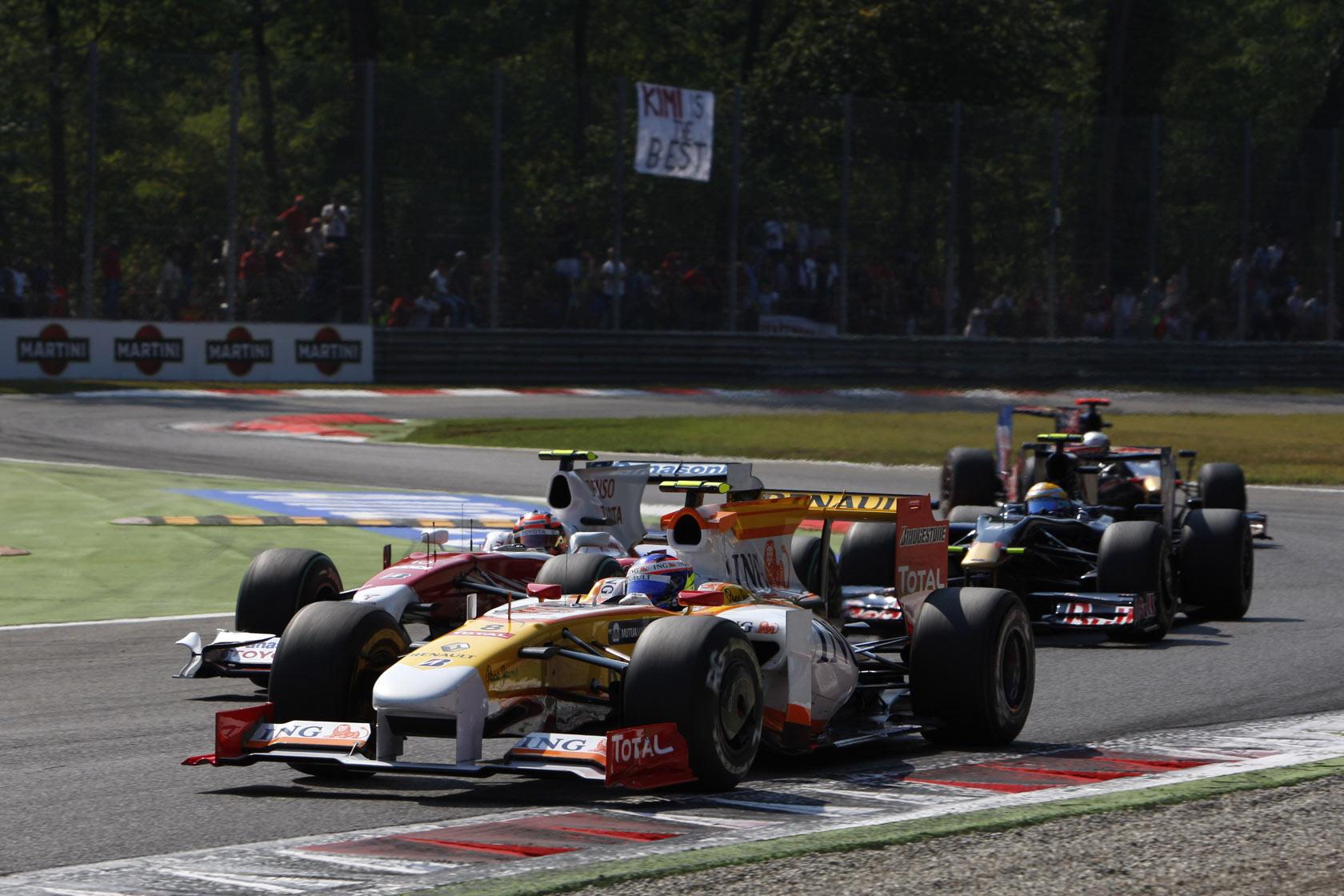 Grosjean se nije proslavio u prvim F1 nastupima u Renaultu 2009. Mijenjao je Nelsona Piqueta od VN Europe i u sedam utrka nije osvojio ni bod. Na slici je VN Italije gdje se kvalificirao 12., a završio na 15. mjestu. (13.9.2009.) Foto: f1fanatic