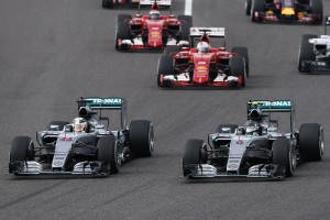 rosberg-hamilton-mercedes-f1-w06-hybrid-japan-gp-suzuka-2015-start-of-the-race