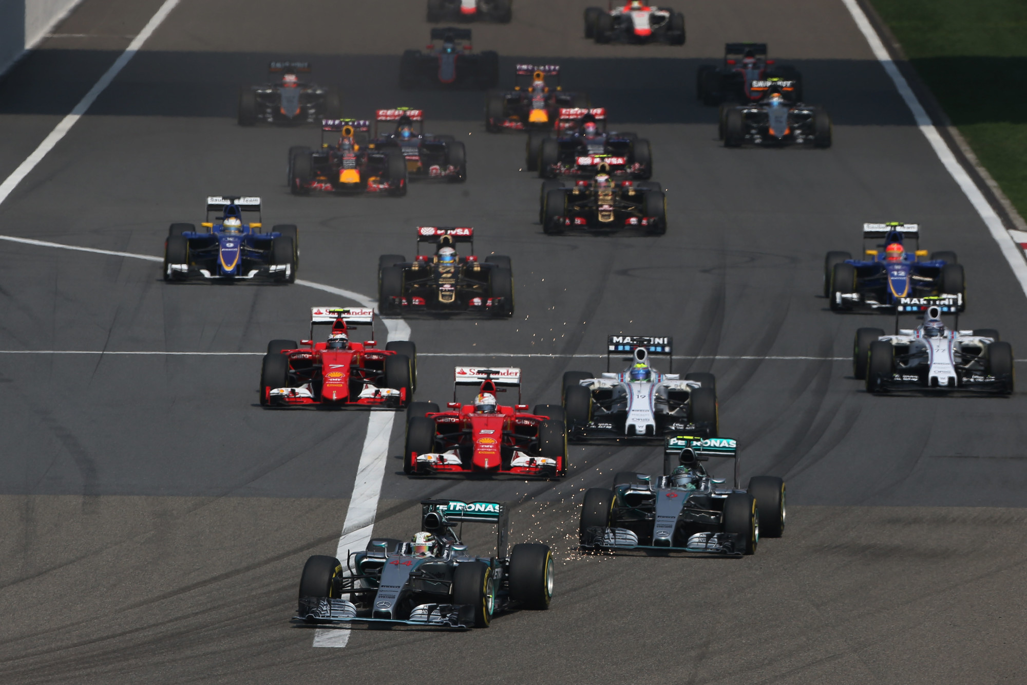 chinese-gp-f1-2015-start-foto-mercedes