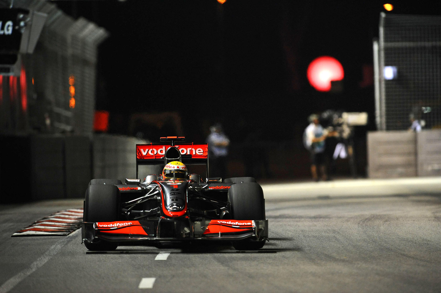 hamilton-mclaren-mercedes-mp4-24-singapore-gp-f1-2009