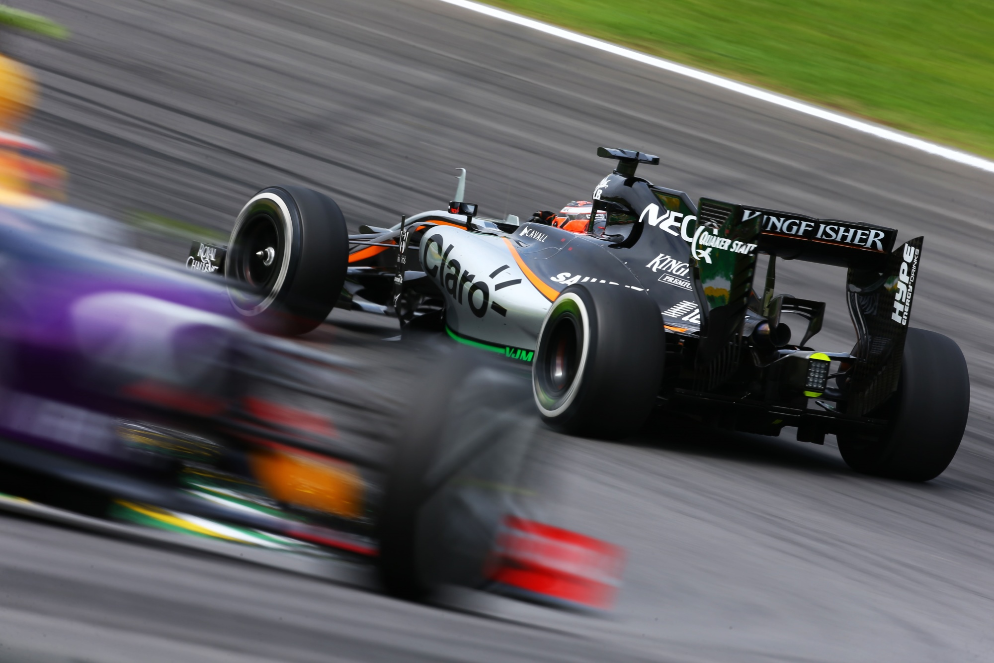 hulkenberg-force-india-kvyat-red-bull-brazil-gp-interlagos-f1-2015.