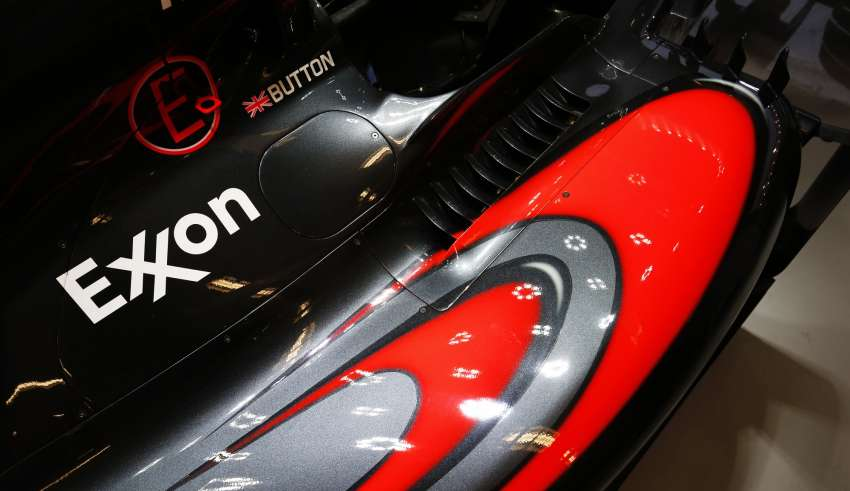 jenson-button-mclaren-honda-mp4-30-sidepod-close-f1-2015