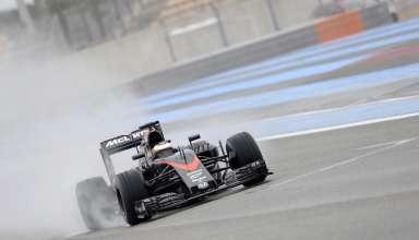 stoffel-vandoorne-mclaren-mp4-30-paul-ricard-pirelli-f1-wet-tyre-test-2016.
