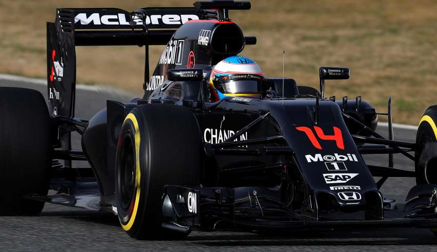 Fernando-Alonso-McLaren-Honda-MP4-31-Barcelona-test-23-2-2016-on-track-soft-tyres-Foto-Clive Mason/Getty Images