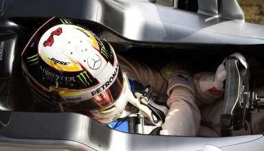Lewis Hamilton Mercedes W07 Hybrid Barcelona test 22.2.2016. cockpit-steering-wheel
