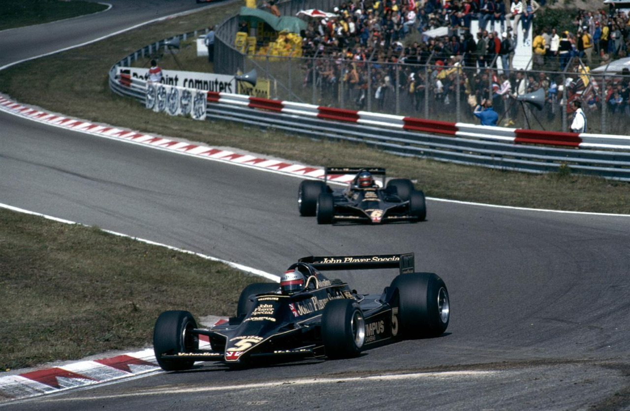 Mario Andretti leading team mate Ronnie Peterson (JPS Lotus-Ford 79) 1978 Dutch Grand Prix Zandvoort Foto - Itsawheelthing