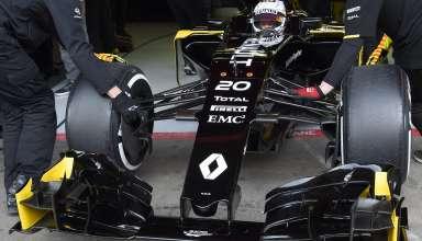 kevin-magnussen-renault-rs16-barcelona-test-24-2-2016-entering-the-pits