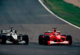 michael-schumacher-overtakes-mika-hakkinen-for-the-lead-at-european-gp-nurburgring-f1-2000-foto-grandprix-com
