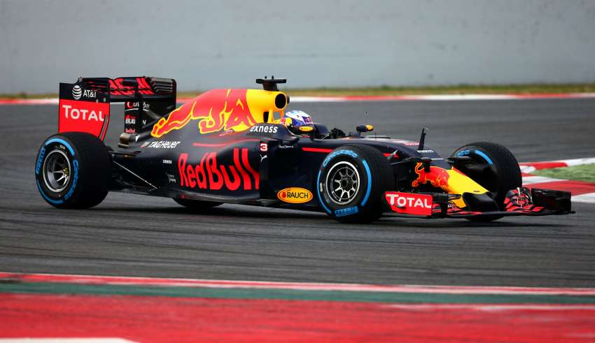 red-bull-racing-TAG-rb12-barcelona-debut-1