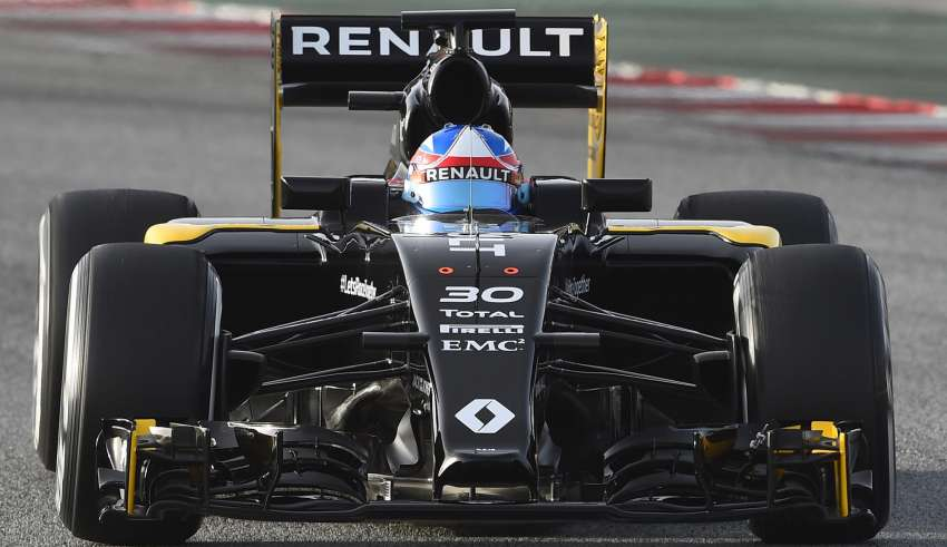 renault-rs16-f1-2016-car-action-on-track-barcelona-test-22-2-2016-close-up