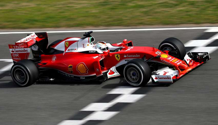 sebastian-vettel-ferrari-sf16-h-barcelona-test-22-2-2016-on-track-main-straight-foto-Clive Mason/Getty Images