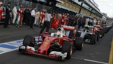 Sebastian Vettel leads at the restart of Australian GP F1 2016